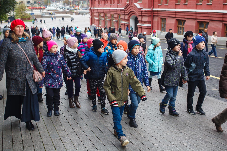 """Дети на Красной площади на экскурсии от компании """"Captour"""""""