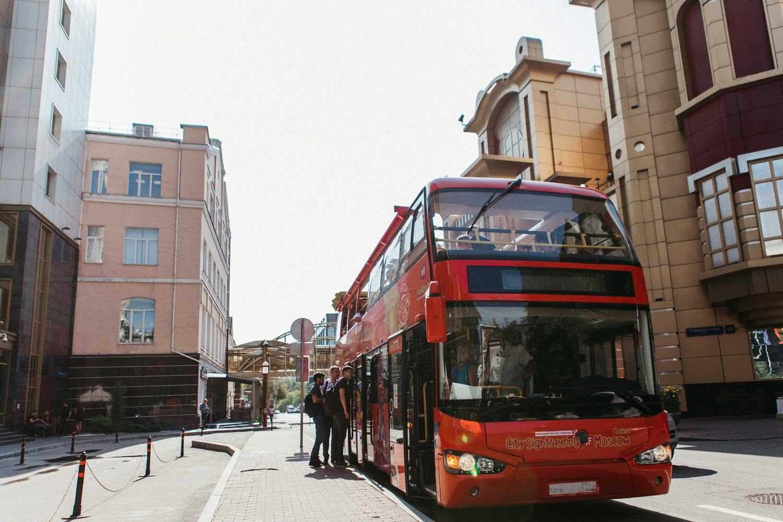 Двухэтажный автобус на экскурсии в Москве