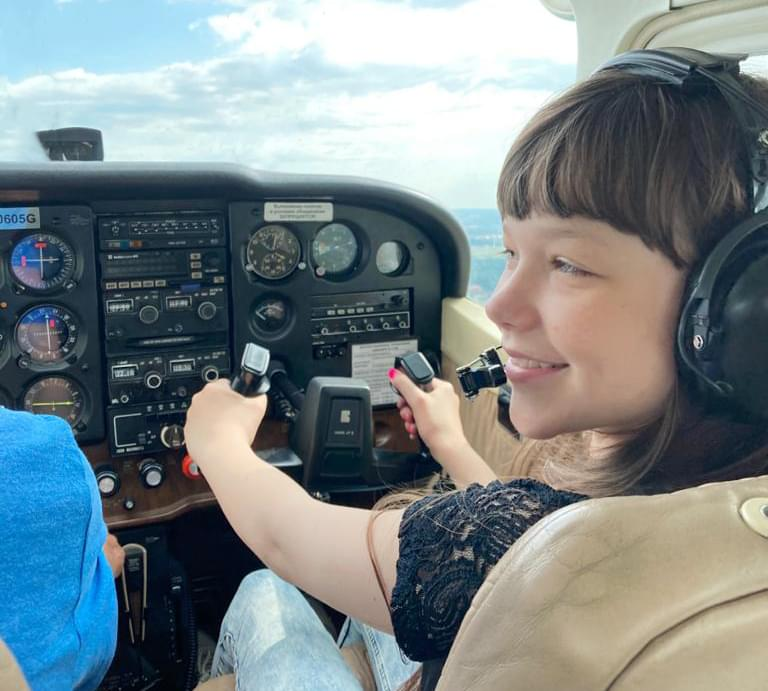 "Ребенок в самолет Cessna 172 на полете от компании ""Captour"""