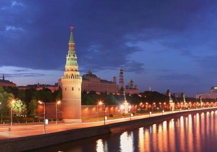 """Кремлевская стена на экскурсии """"Поющий автобус"""" от Экскурсионного бюро """"Captour"""""""
