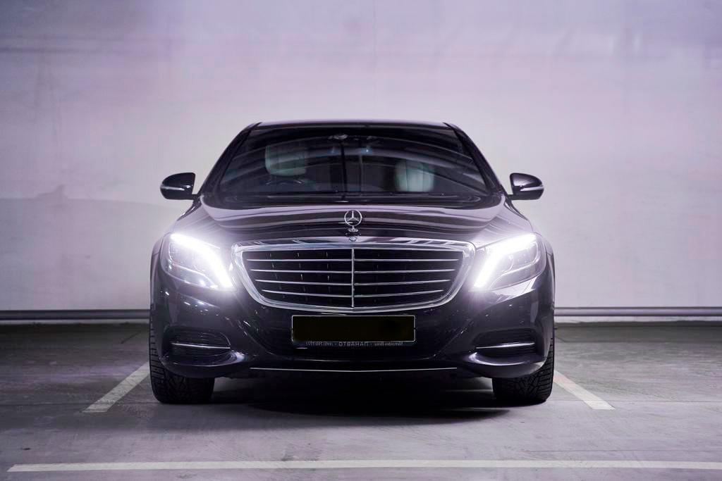 """Фотография Mercedes S-class снаружи для обзорной экскурсии от компании """"Captour"""""""