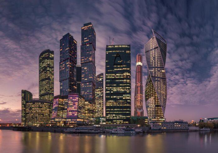 """Москва-Сити вечером на туре по Москве от Экскурсионного бюро """"Captour"""""""