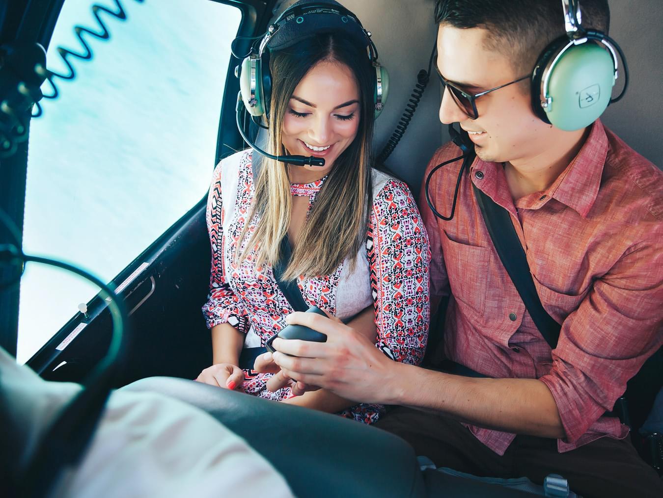 """Мужчина сделал сюрприз девушке в вертолете на вертолетной прогулке от компании """"Captour"""""""
