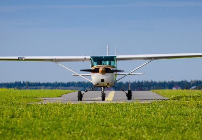 """Самолет Cessna 172 для полета от компании """"Captour"""""""
