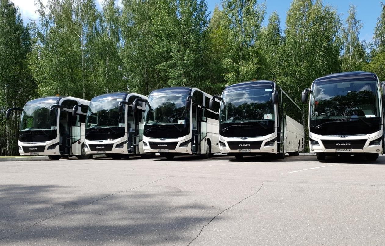 """Большие автобусы для экскурсии от Экскурсионного бюро """"Captour"""""""