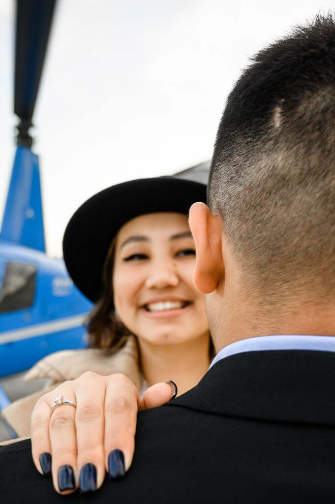 """Пара после романтического полета на вертолете от компании """"Captour"""""""