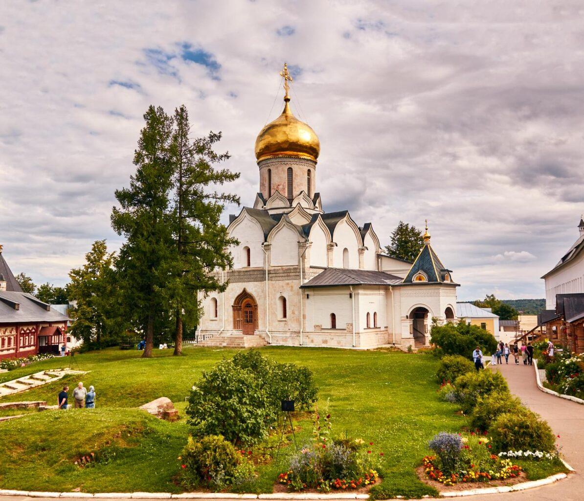 """Храм в Звенигороде на вертолетной прогулке от компании """"Captour"""""""