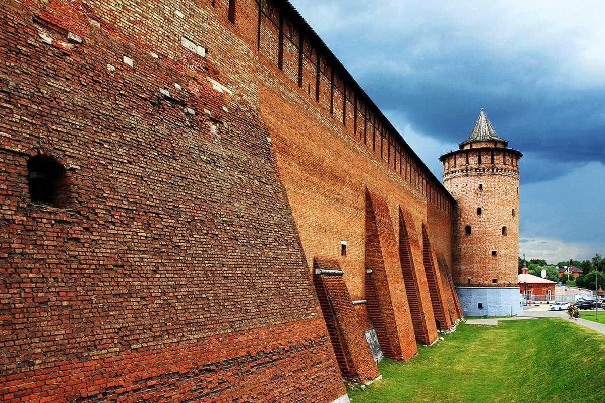 """Стена Коломенского Кремля на вертолетном туре от Экскурсионного бюро """"Captour"""""""