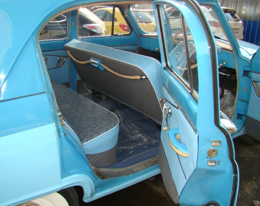 Салон голубой волги ГАЗ-21 для экскурсии по Москве на ретро-авто