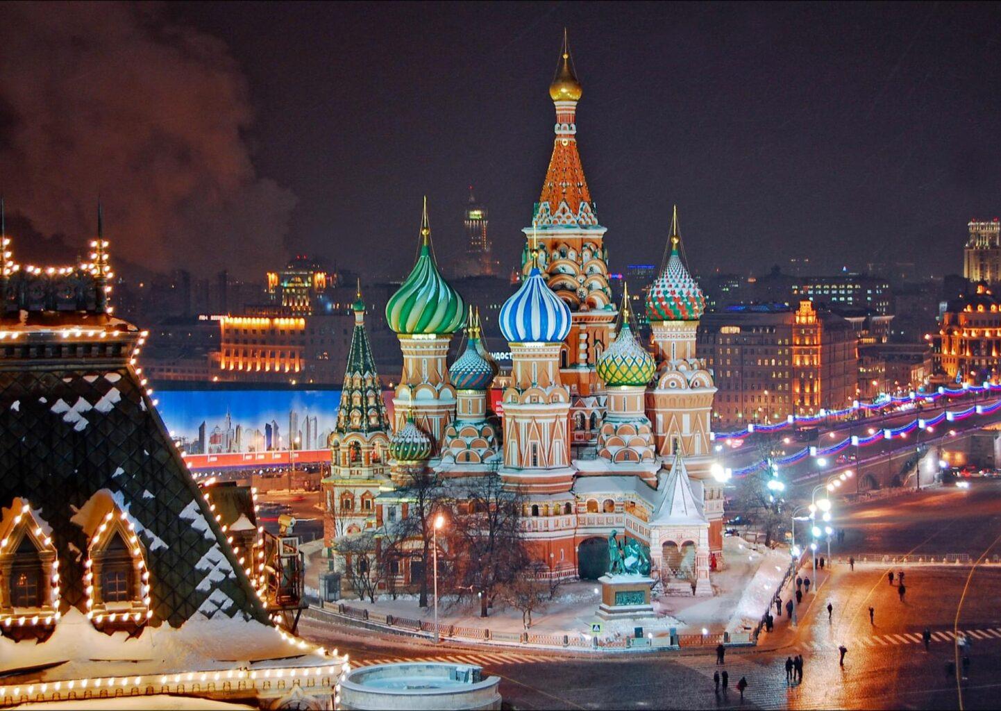 Собор Василия Блаженного в Новый год вечером на новогодней экскурсии