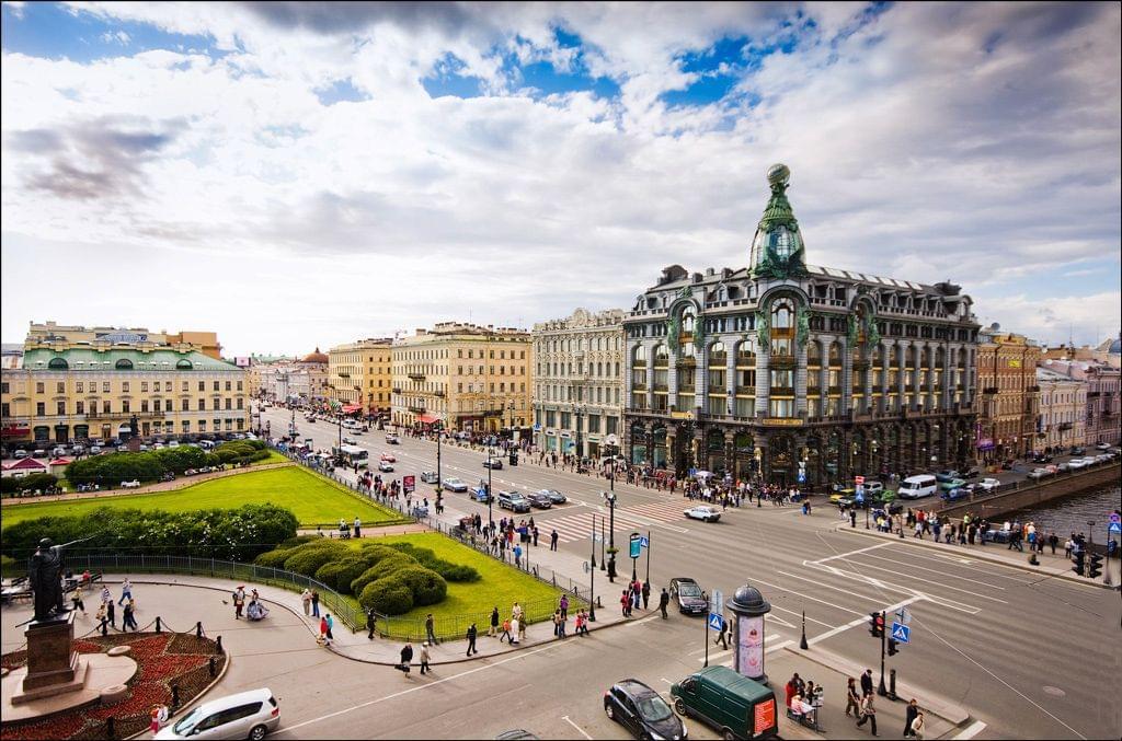 Невский проспект летом Экскурсионное бюро «Captour»