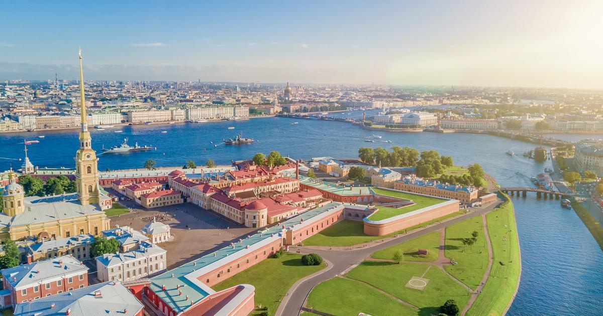 Шпиль Петропавловской крепости река Нева Экскурсионное бюро «Captour»
