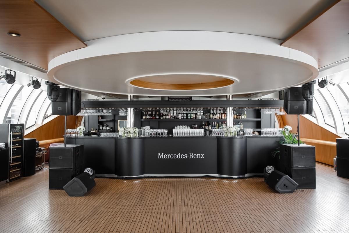 """Яхта Mercedes-Benz от Radisson на экскурсии от Экскурсионного бюро """"Captour"""""""