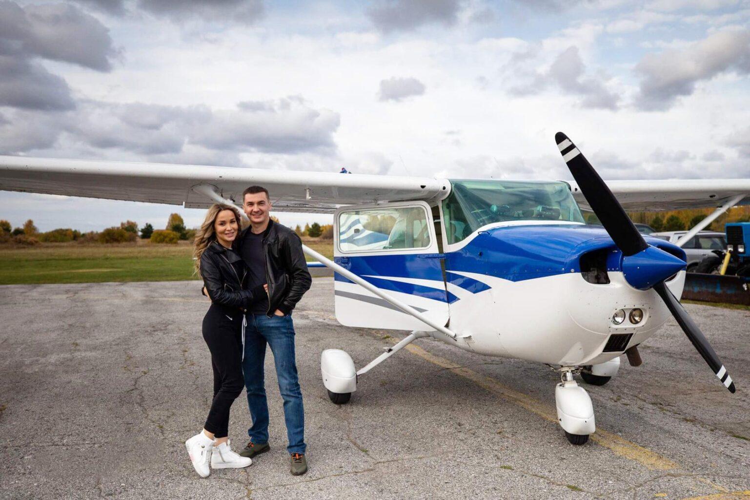 """Фотография с самолетом Cessna 172 перед полетом от компании """"Captour"""""""