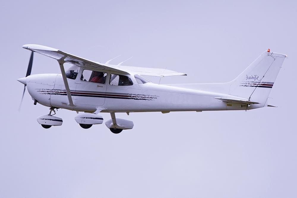 """Самолет Cessna 172 Skyhawk для экскурсионного полета от компании """"Captour"""""""