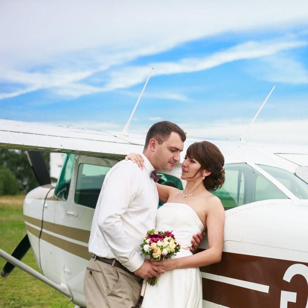 "Фотосессия на фоне самолета Cessna 172 после полета от компании ""Captour"""