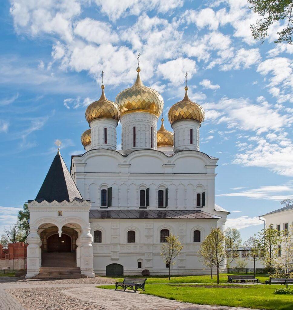 """Фото Ипатьевского монастыря на экскурсии по Костроме от Экскурсионного бюро """"Captour"""""""