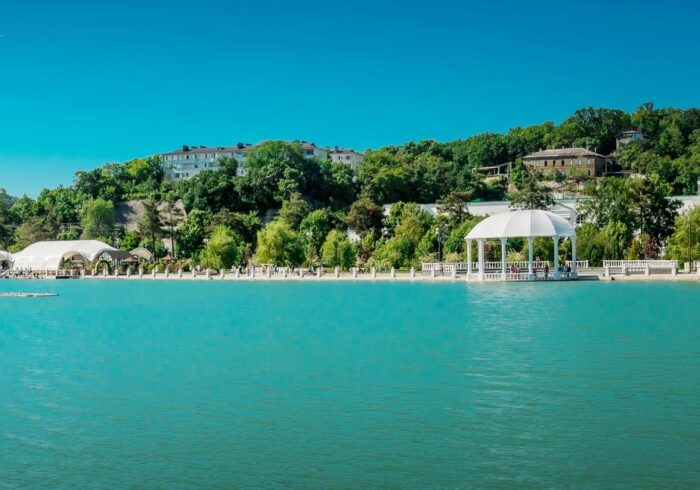 """Панорама набережной Абрау Дюрсо на экскурсию от компании """"Captour"""""""