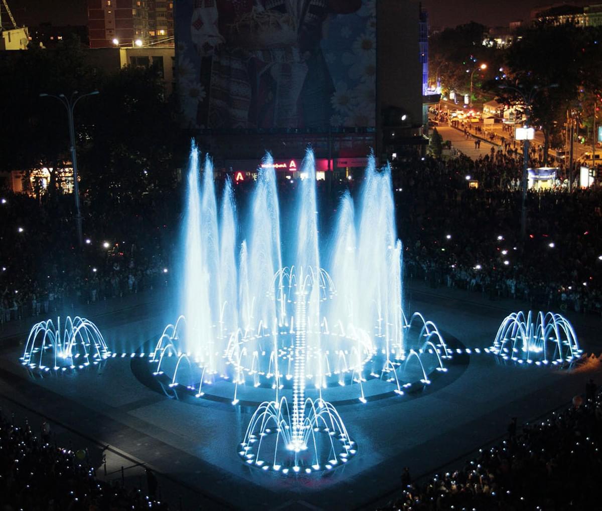 """Поющие фонтаны в Краснодаре вечером на экскурсии от Экскурсионного бюро """"Captour"""""""