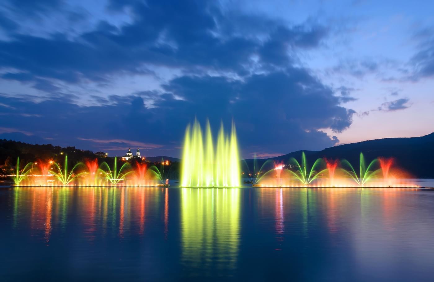 """Поющие фонтаны на набережной Абрау-Дюрсо на экскурсию от компании """"Captour"""""""