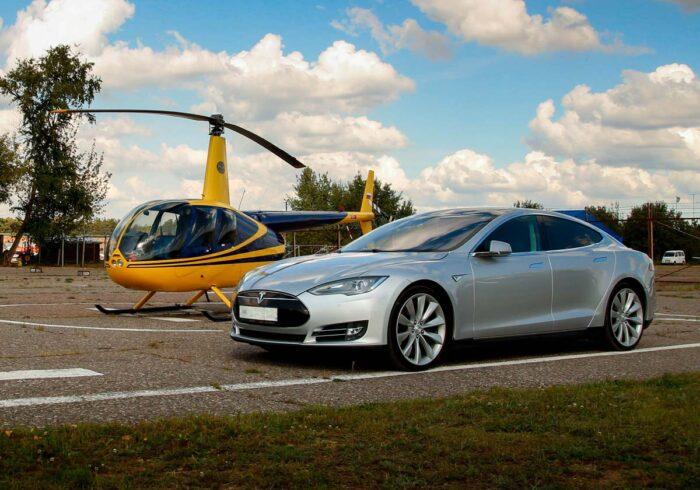 """Tesla Model S с вертолетом Robinson R44 от компании """"Captour"""""""