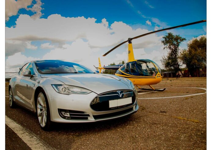 """Тест-драйв автомобиля Tesla и пилотирование вертолете robinson R44 от компании """"Captour"""""""