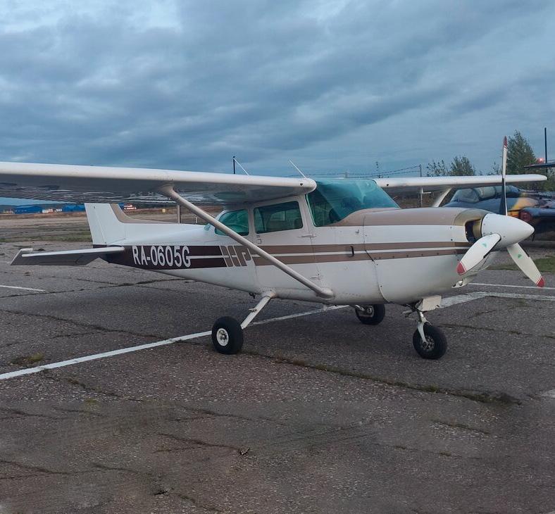 Самолет Cessna 172 перед взлетом