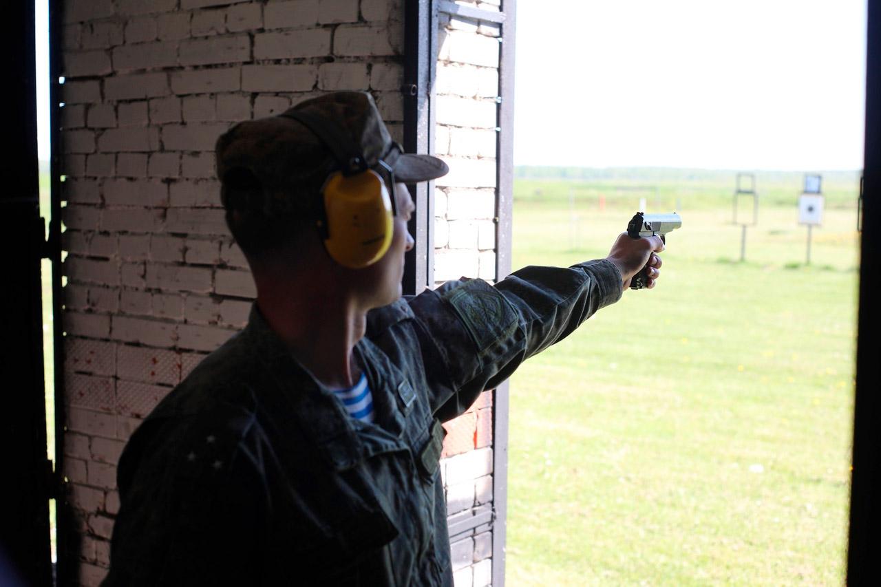 """Стрельба из пистолета Макарова на базе ВДВ после полета от компании """"Captour"""""""