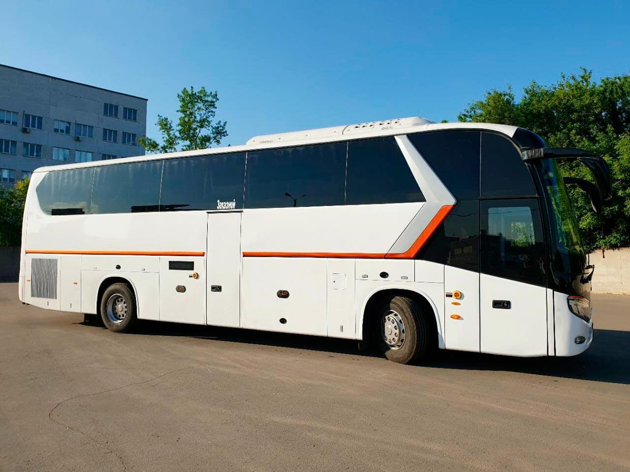 """Автобусы для обзорной экскурсии по Москве от экскурсионного бюро """"Captour"""""""