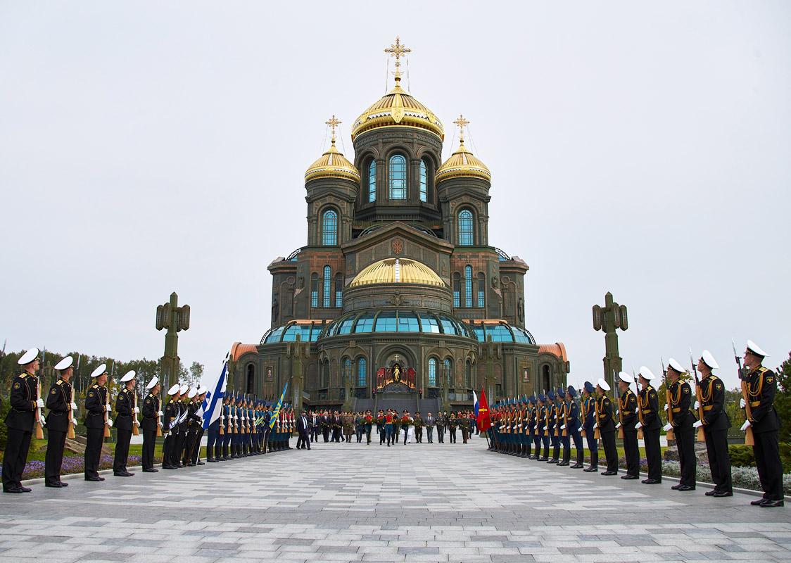 """Храм Вооруженных сил на экскурсии от компании """"Captour"""""""