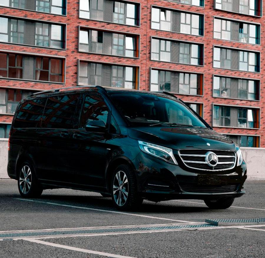 """Фотография снаружи минивена Mercedes Viano на экскурсии от компании """"Captour"""""""