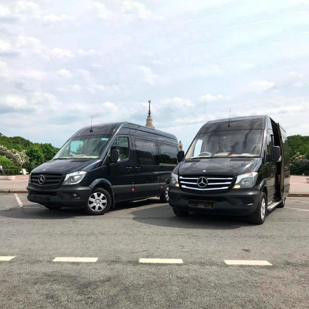 """Фотография Mercedes Sprinter снаружи для обзорной экскурсии по Москве от компании """"Captour"""""""