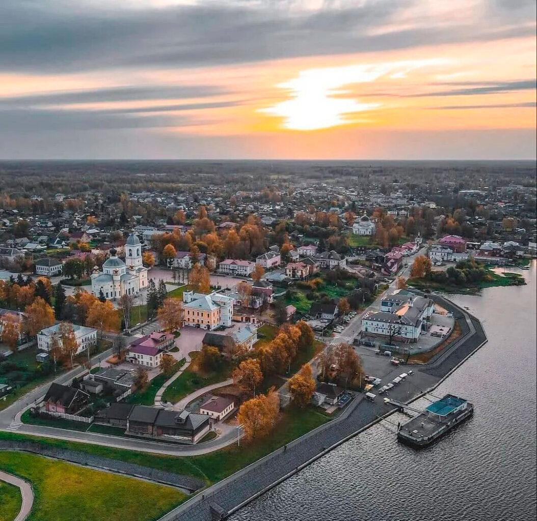 """Панорама города Мышкин с высоты полета на вертолете от компании """"Captour"""""""
