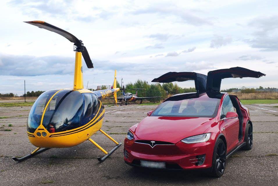 """Tesla X с желтым вертолетом от компании """"Captour"""""""