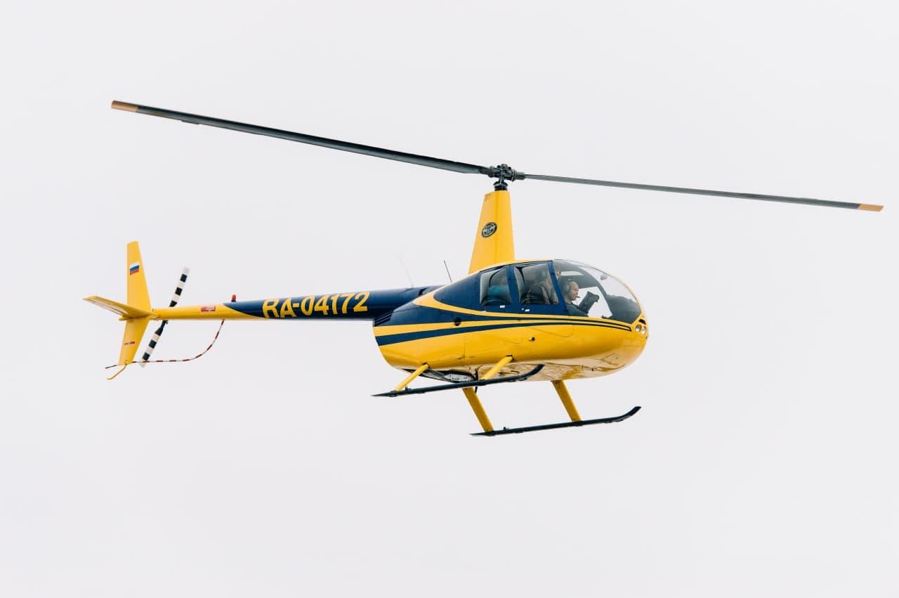 """Robinson R44 в небе от компании """"Captour"""""""