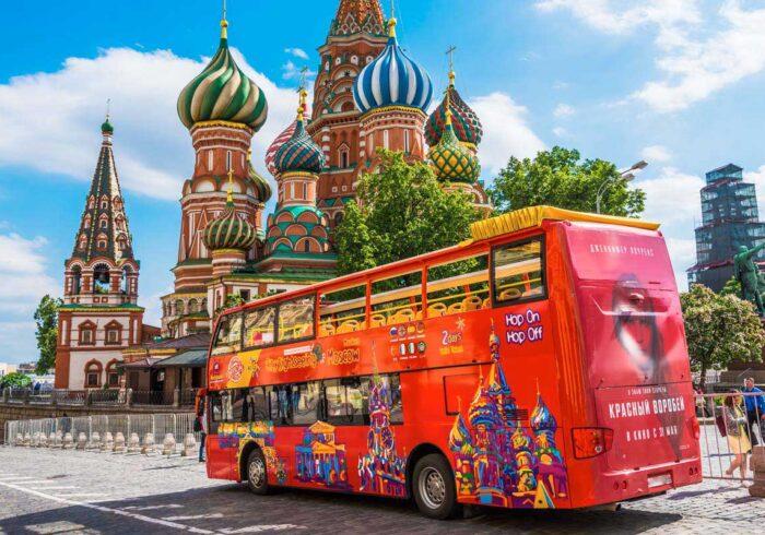 """Индивидуальные экскурсии по Москве на двухэтажном красном автобусе от компании """"Captour"""""""