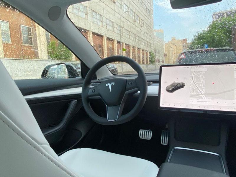 """Салон Tesla model 3 Performance на тест-драйве от компании """"Captour"""""""