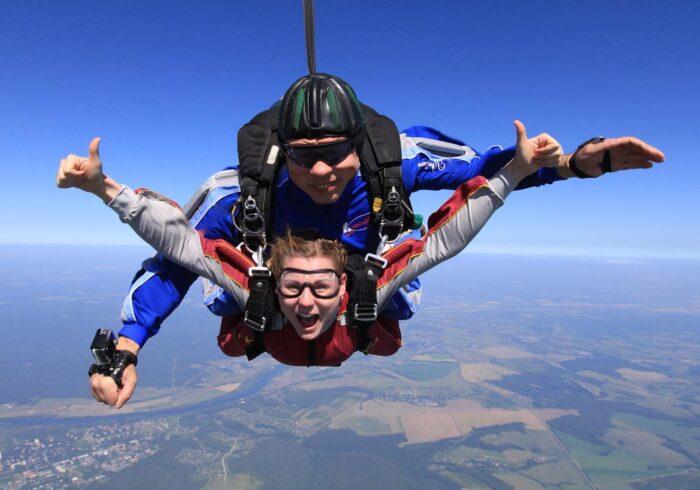 """Эмоции в прыжке с парашютом от компании """"Captour"""""""