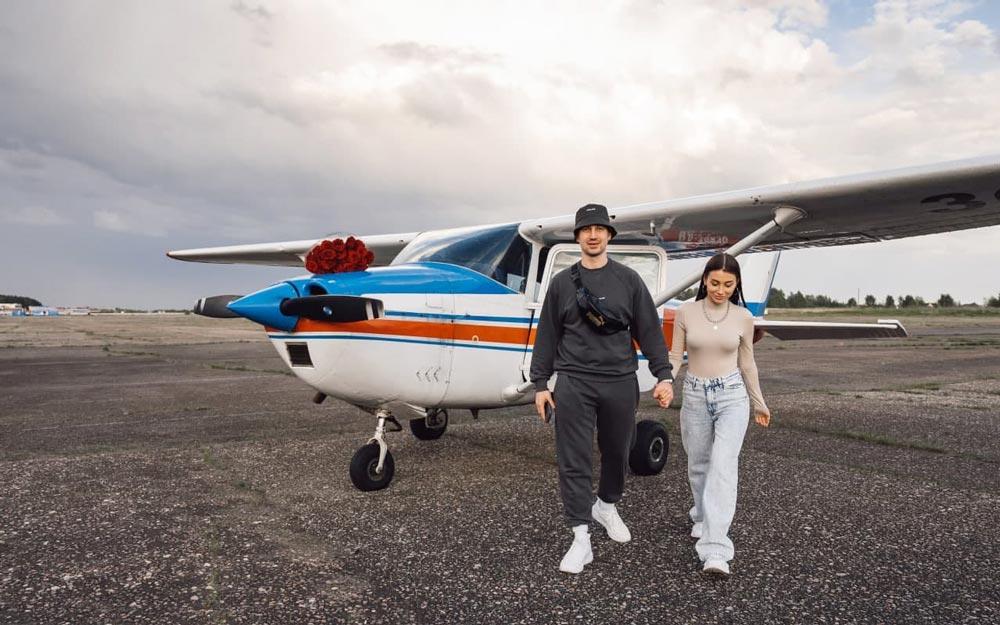 Фотосессия пары с самолетом Cessna 172